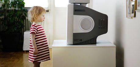 rsz_a-little-girl-watching-tv-007