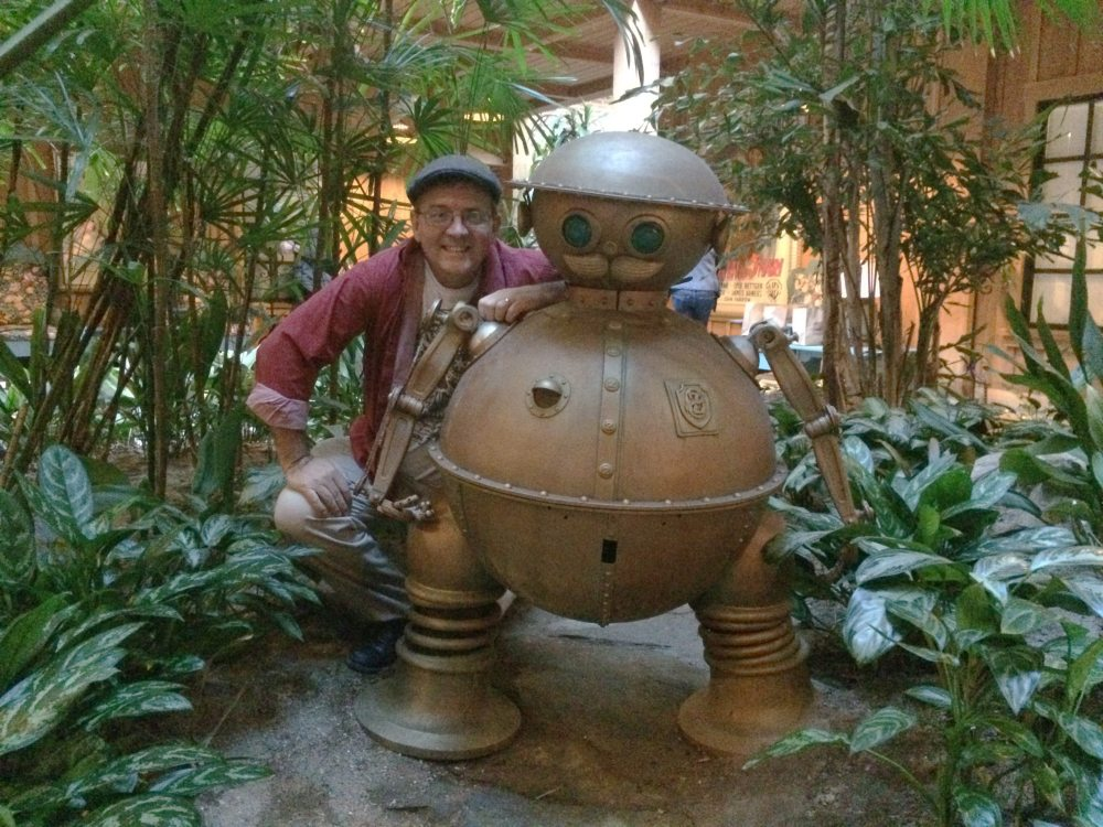 Tik-Tok, the Clockwork Man, stands guard in the courtyard. Photo by the author.