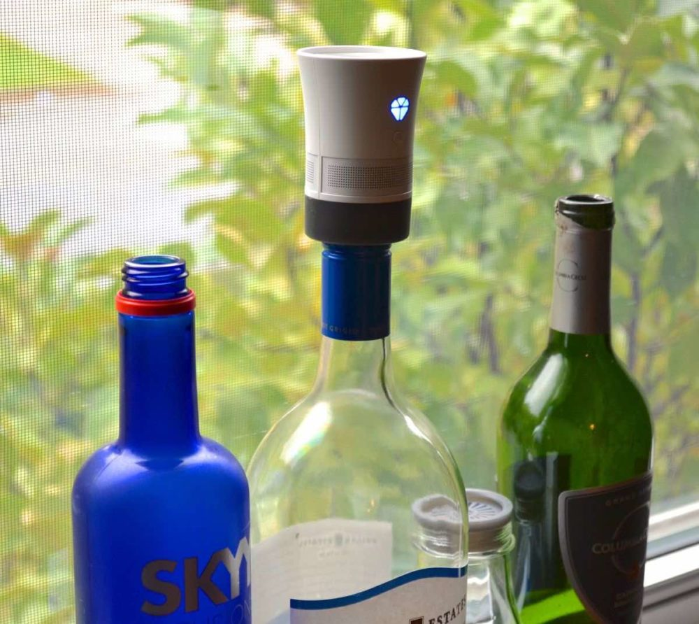 Cork: Micro Bluetooth Speaker Uses Empty Bottles to Boost Sound