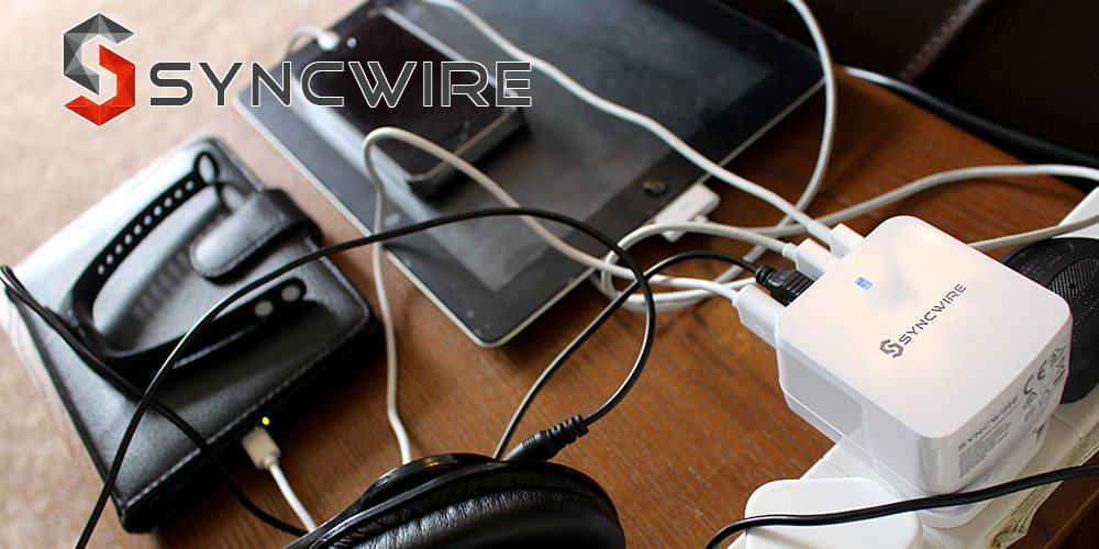 Charging multiple devices with Syncwire, Image: Sophie Brown